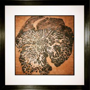 Druck von gebrannter Linden-Scheibe auf handgeschöpftem Papier, Metall und Wachs / 118 x 118 cm im Holzrahmen