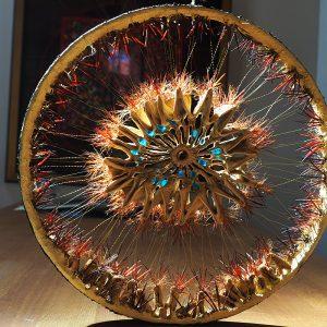 Getrocknete Kakteen-Segmente, Goldfäden, Stacheln, Muranoglas, Durchmesser 42 cm