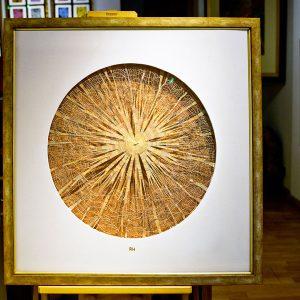 Extrem feine und vielschichtige Goldfaden-Knotenspitze - Messing - Goldstaub - 115 x 115 cm Museumsglas - Samt-Passepartout