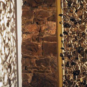 Material-Geflecht - bretonisches Wurzelholz - Golddraht - im Rahmen 87 x 108 cm