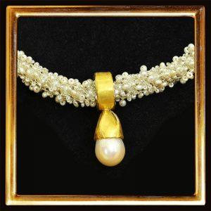 Hand-gehäkeltes Perl-Collier, große BArockperle, Feingold, Silber